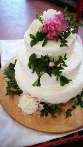 Torta z jedilnim cvetjem in zelenjem