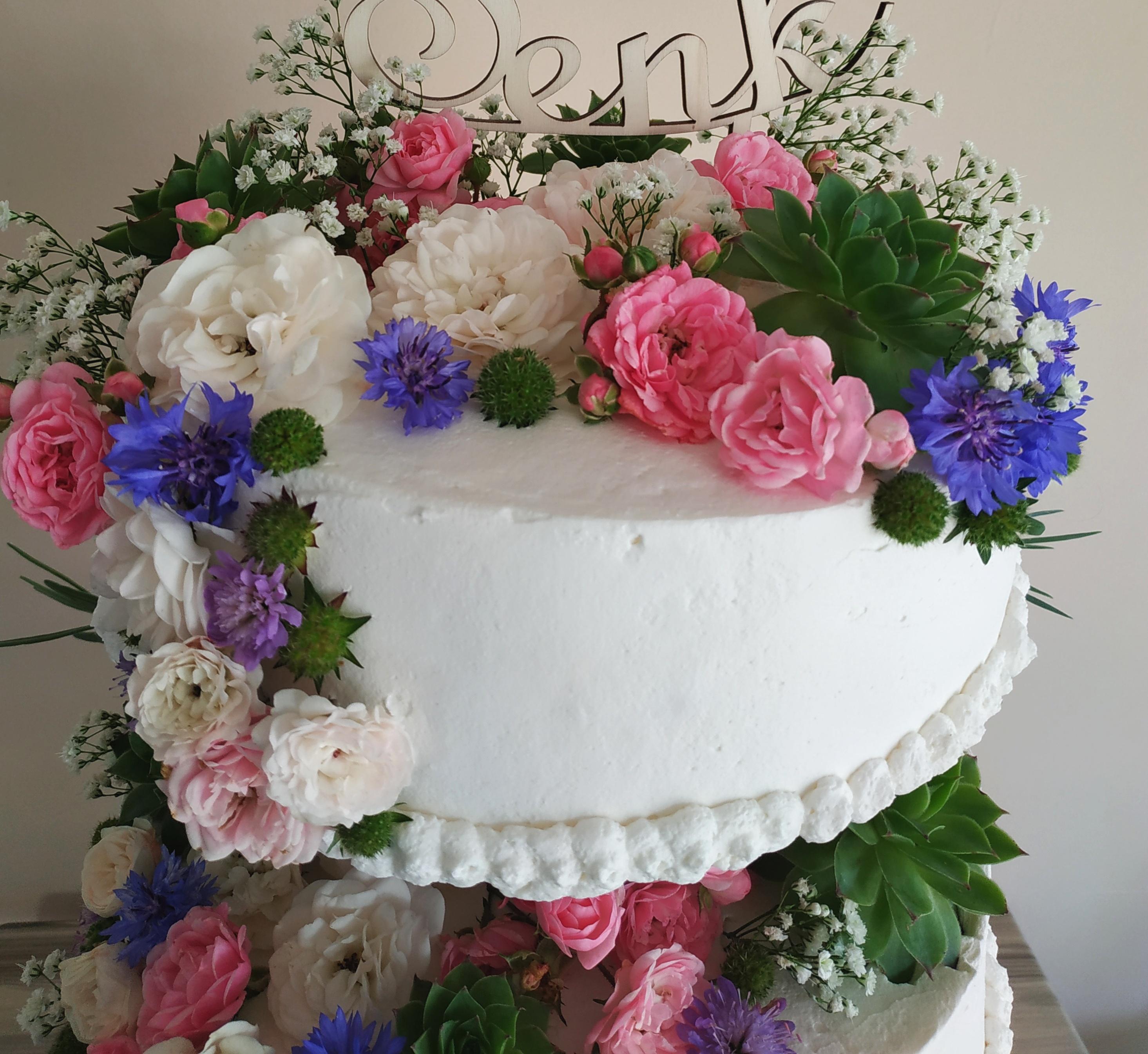 Poročne torte s cvetjem