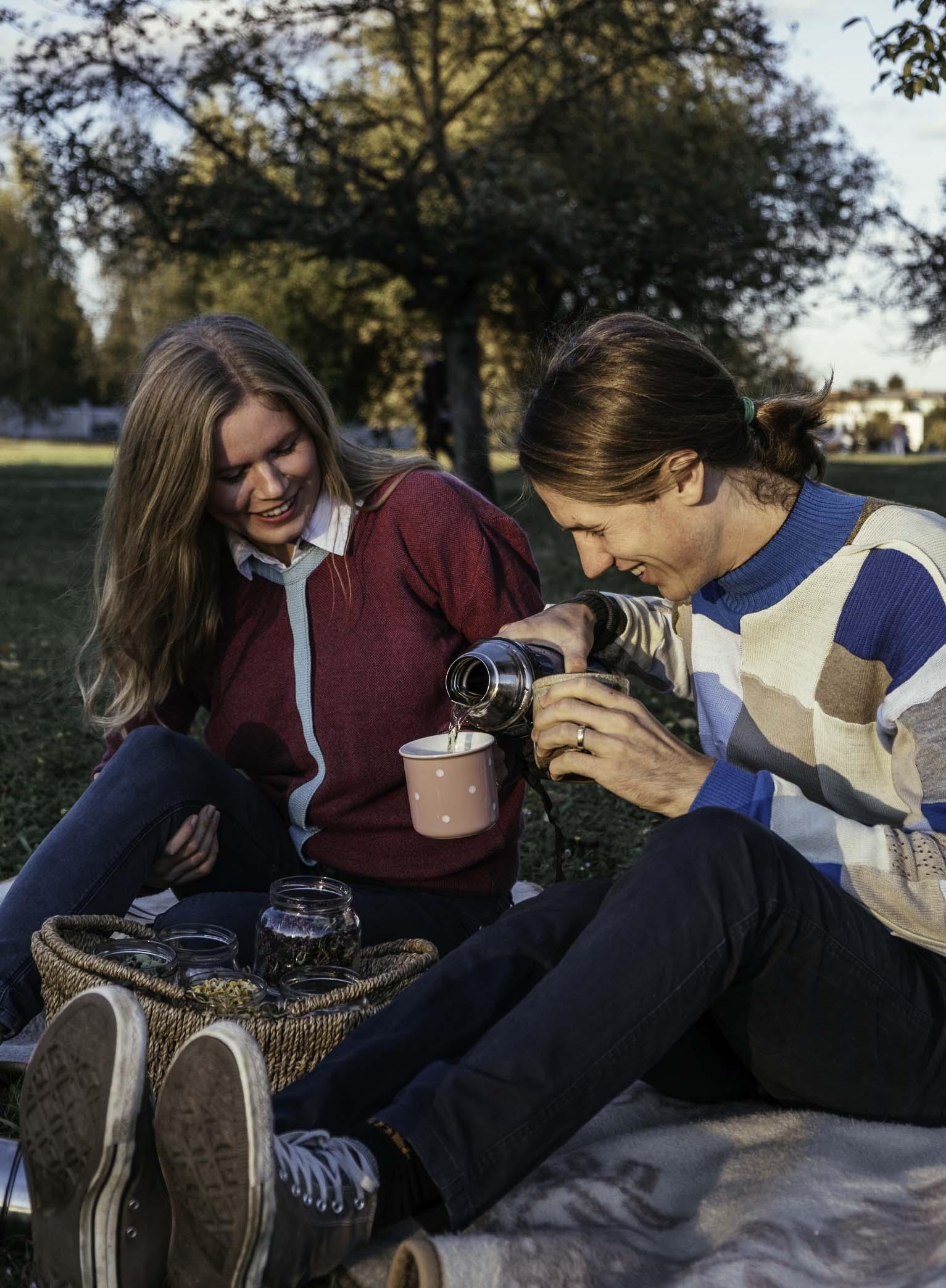Ana in Primož - avtorja spletne strani Naberi si čaj