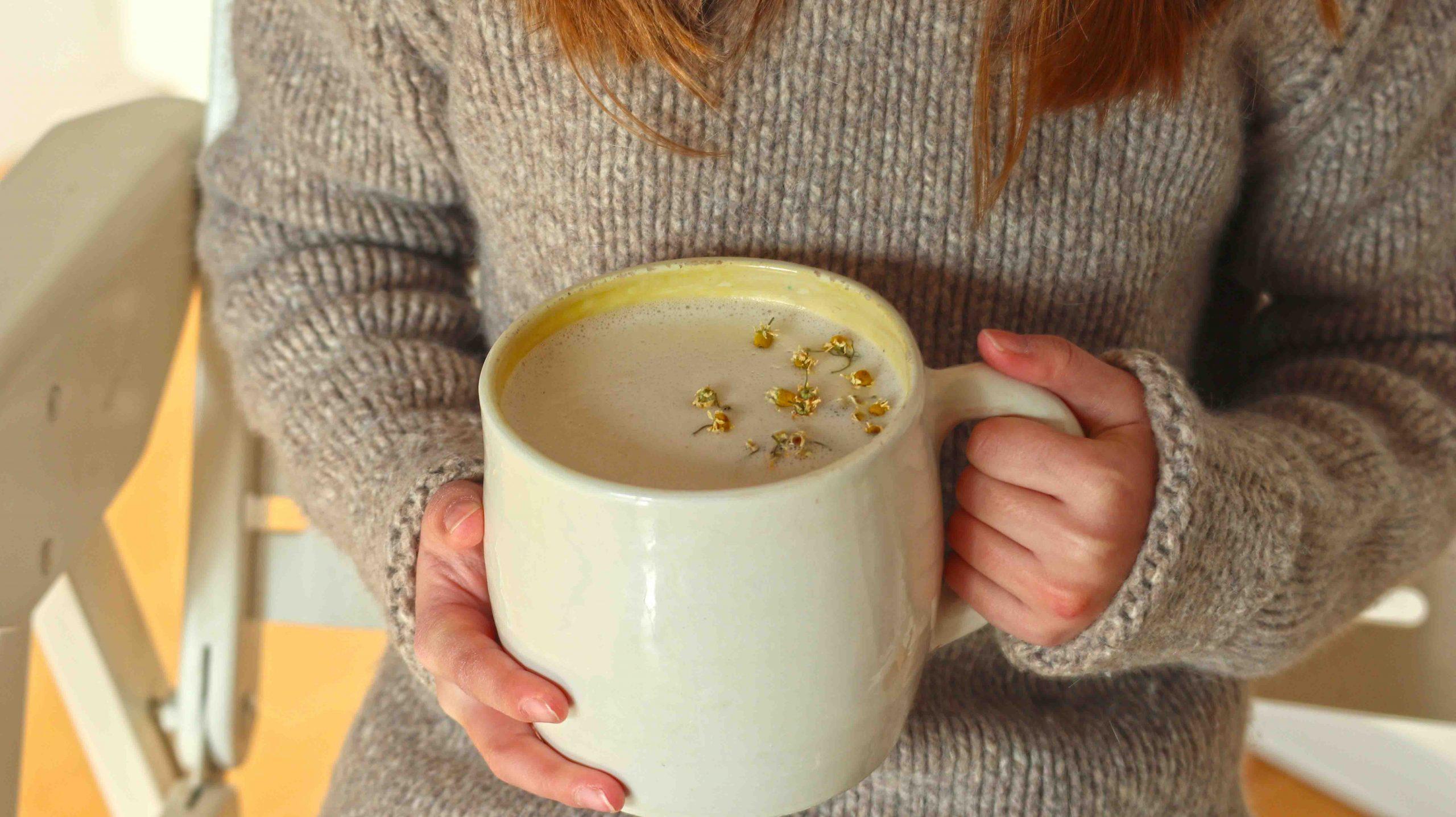 Kamilica v čaju s cimetom